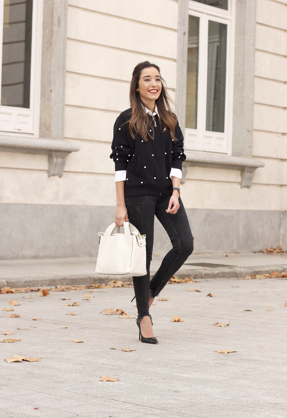 pearl bomber uterqüe black jeans white bag winter outfit 2018 style fashionbomber03
