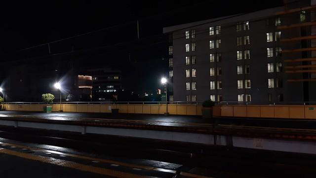 Hasil foto dengan kamera utama Galaxy A8 Plus pada kondisi minim cahaya di malam hari (Liputan6.com/ Agustin Setyo W)