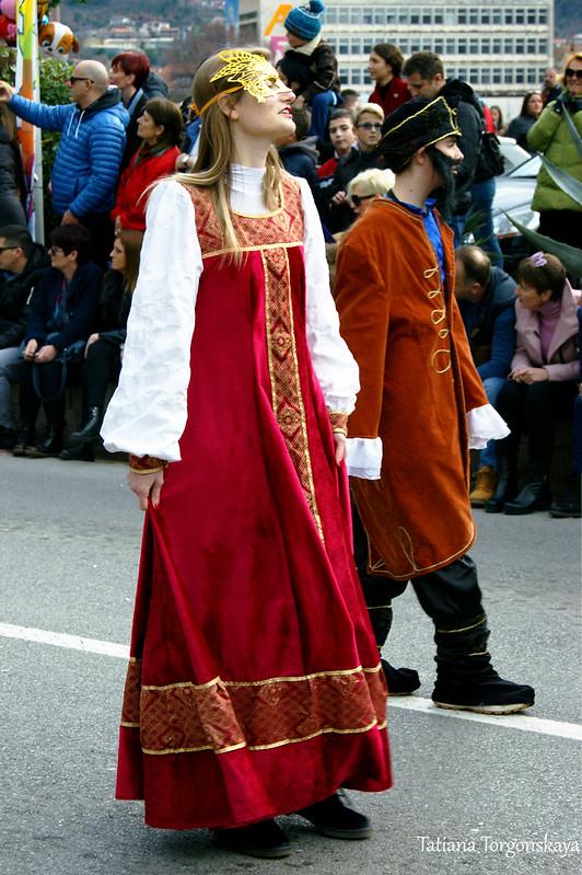 Группа в исторических костюмах