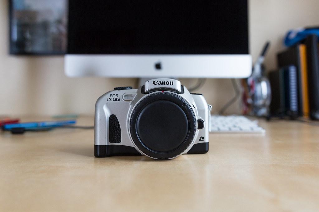 Canon EOS IX Lite (Front)