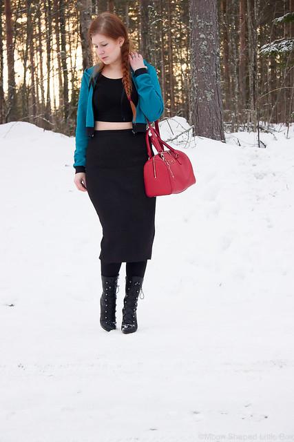 fashion blogger, crop top tyyli, midihame päivän asussa, talvipukeutuminen