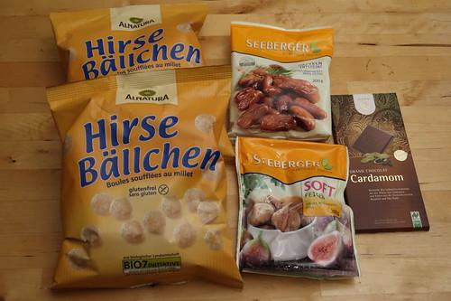 Hirsebällchen, Cardamom-Schokolade, Datteln und Feigen