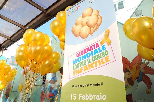 Dal Bambino Gesù palloncini dorati contro il Cancro Infantile