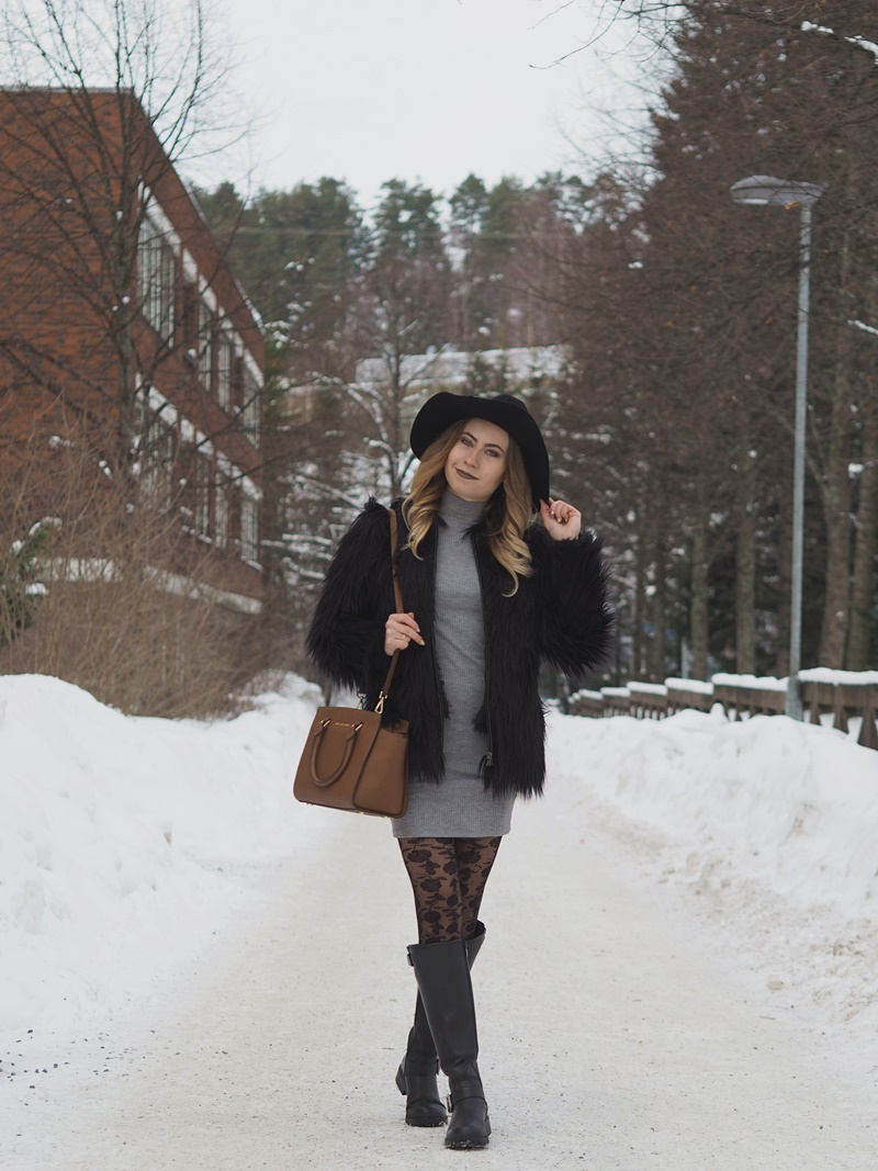 black fur coat winter outfit