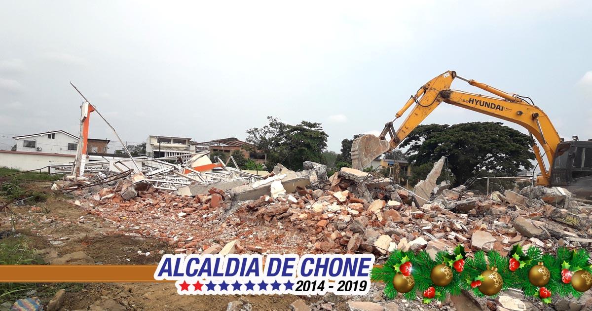Inició derrocamiento de 4 edificios públicos y 19 viviendas en Chone