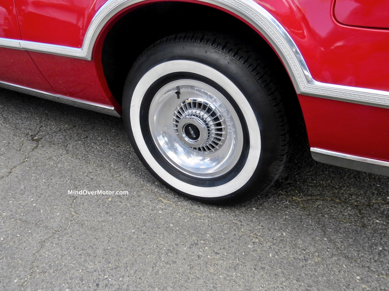 Lincoln Mark IV Wheel and Tire (1)