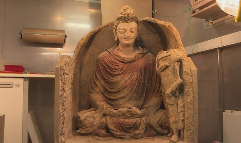 Rupaka Buddha dari Mes Aynak dari abad ke-3 atau ke-5 dengan pengaruh gaya Yunani.