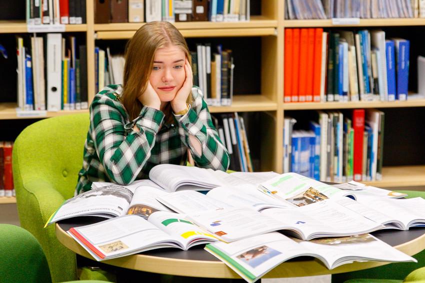 Opiskeluvinkkejä vinkkejä opiskeluun lukioon kirjoituksiin koeviikolle kokeisiin lukemiseen studying student-2493