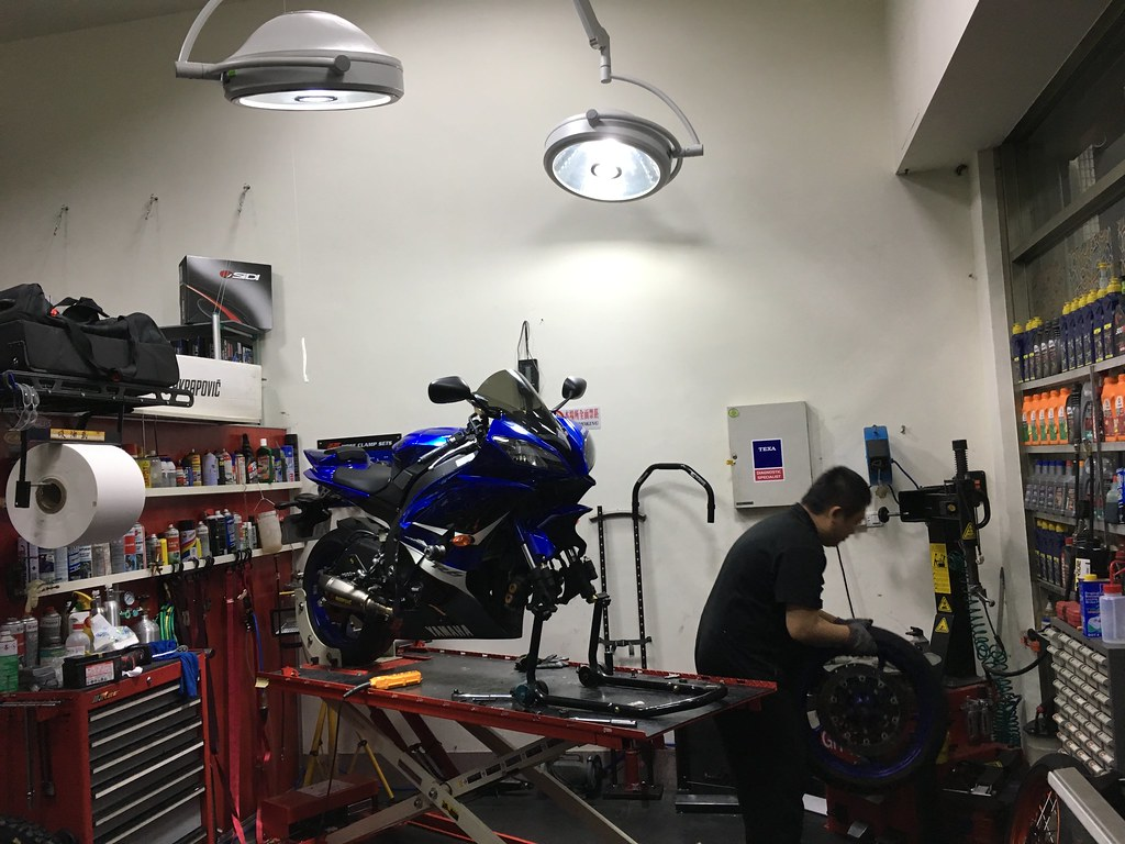R6 replace new s21 front tire.