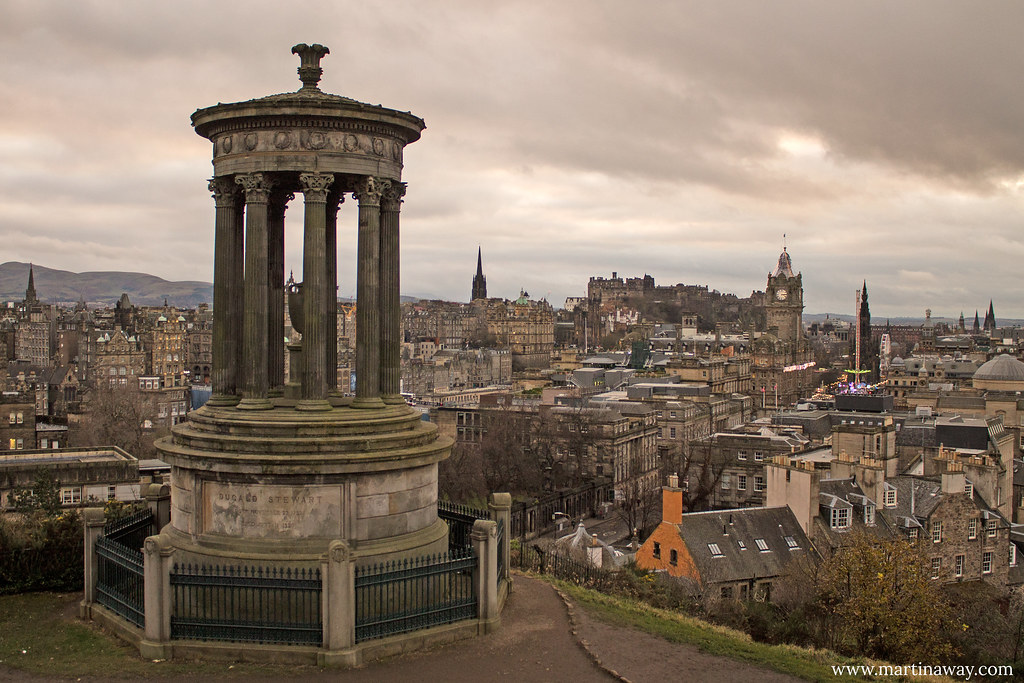 Dugald Stewart Monument e vista su Edimburgo