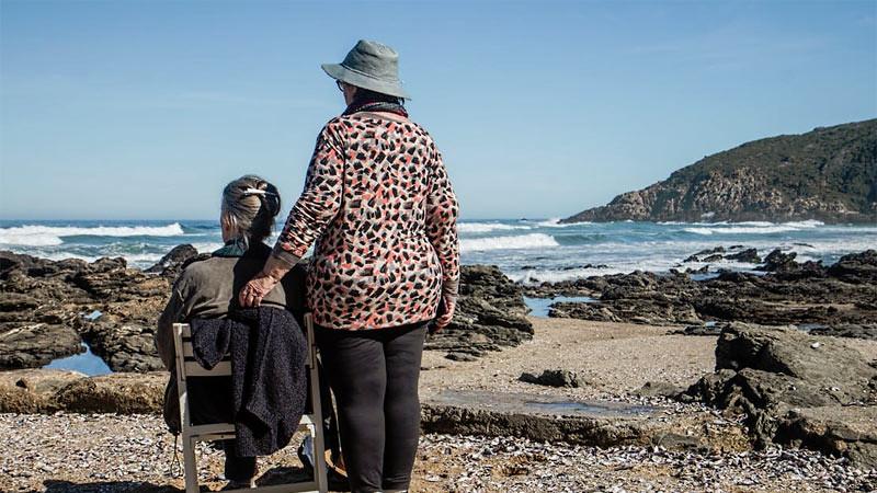 Traveling keluarga bersama kakek atau nenek membutuhkan perhatian tersendiri.