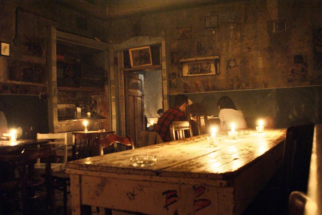 Dans une pièces du bar Alchemia à Kazimierz, Cracovie.