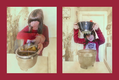 """Lotti with the """"Vigorous Lotte"""" (German name for this kind of food mills) Lotti mit der flotten Lotte - Erdäpfeln von unten anschauen (wienerisch: begraben sein, tot sein) - Erdäpfel (Kartoffeln) pürieren für Erdäpfelteig auf dem Weg zum Nußstrudel"""