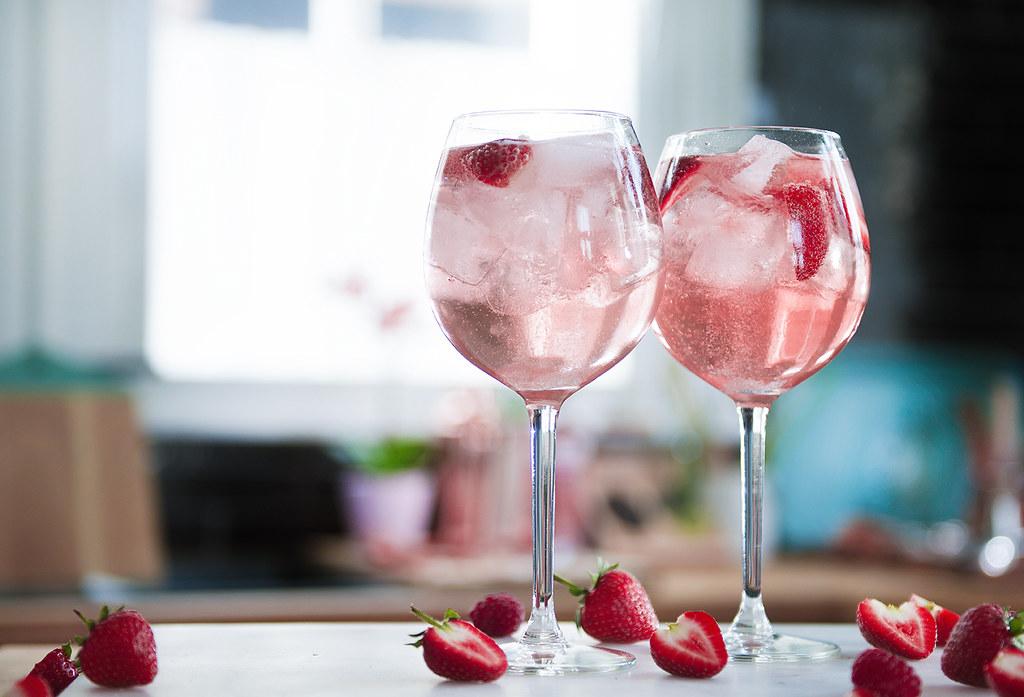 Gordon's Pink tonic serve