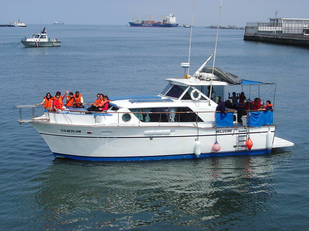 Barco hacia isla Palomino