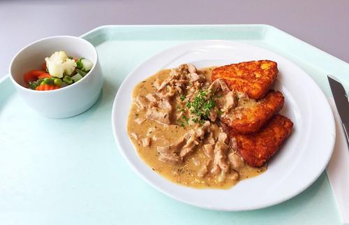 """Pork chop """"Zurich style"""" with hash browns / Schweinegeschnetzeltes """"Zurcher Art"""" mit Röstis"""