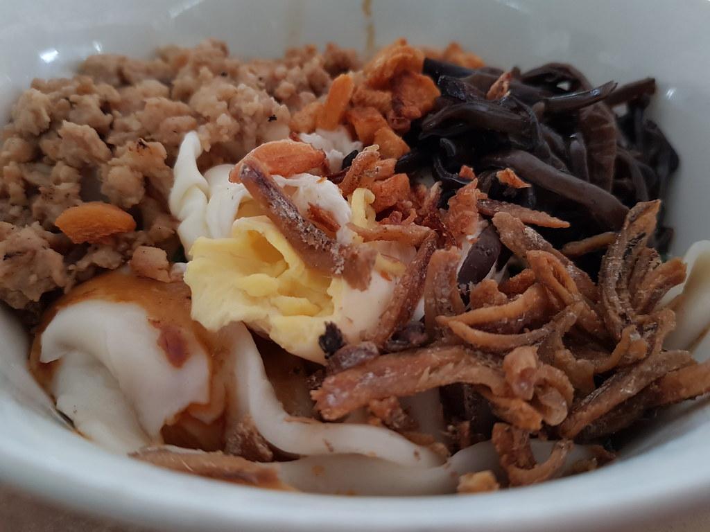 干撈板麵加蛋 Dry Pan Mee w/Egg $6.50 @ 新永順茶餐室 Restoran Weng Soon Jaya USJ17