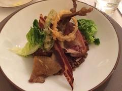 Pigeonneau : suprêmes rôtis et cuisses confites, Lentillons de Champagne, lard et sauge - Photo of Bannay