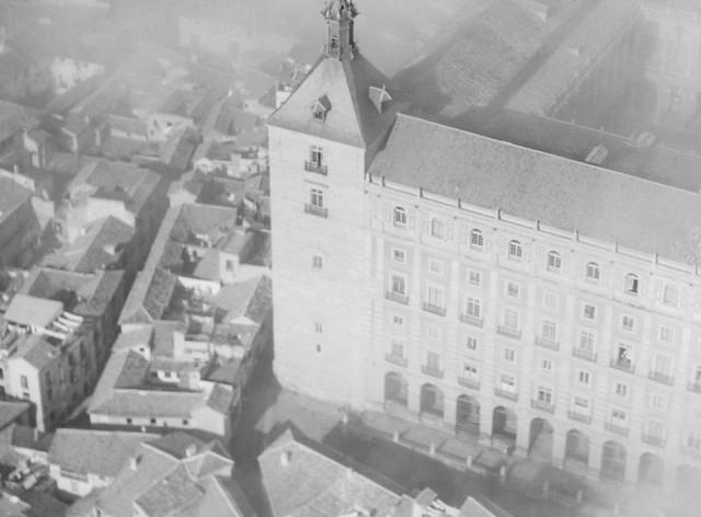 Vista aérea del Alcázar en 1922 por Luis Ramón Marín (detalle)