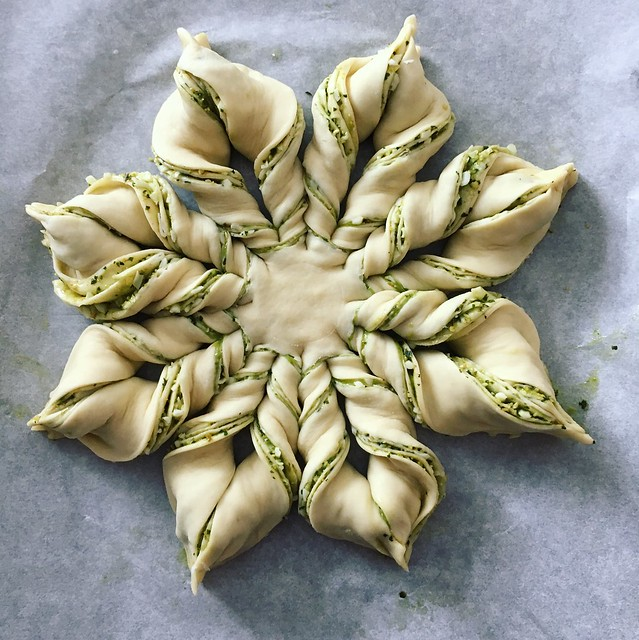 Pesto Star Bread