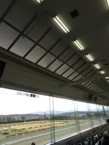 金沢競馬場の3階のガラス張り部分