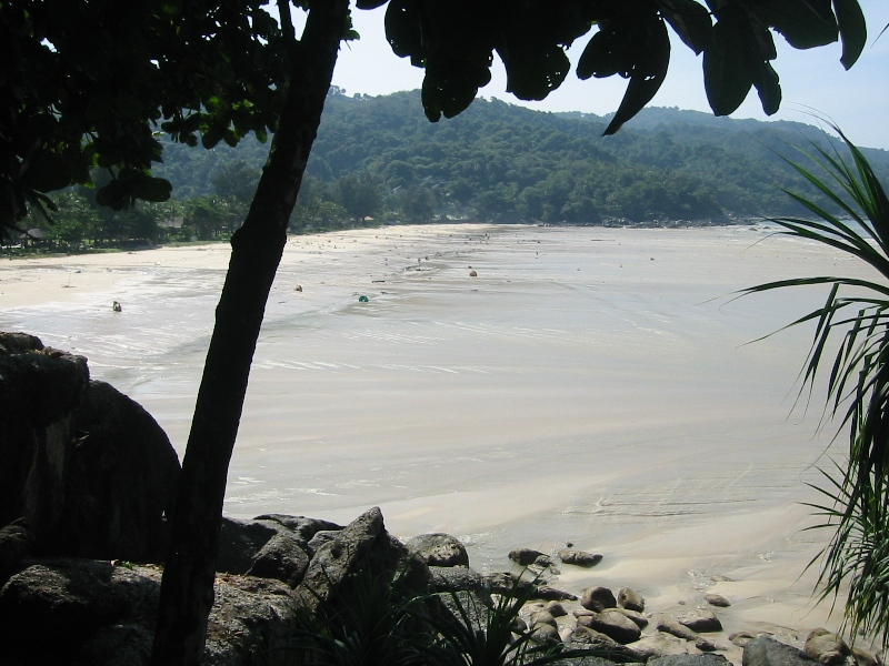 Maximum recession of tsunami waters at Kata Noi Beach, Phuket, Thailand, before the third, and strongest, tsunami wave (sea visible in the right corner). Photo taken by Wikipedia user