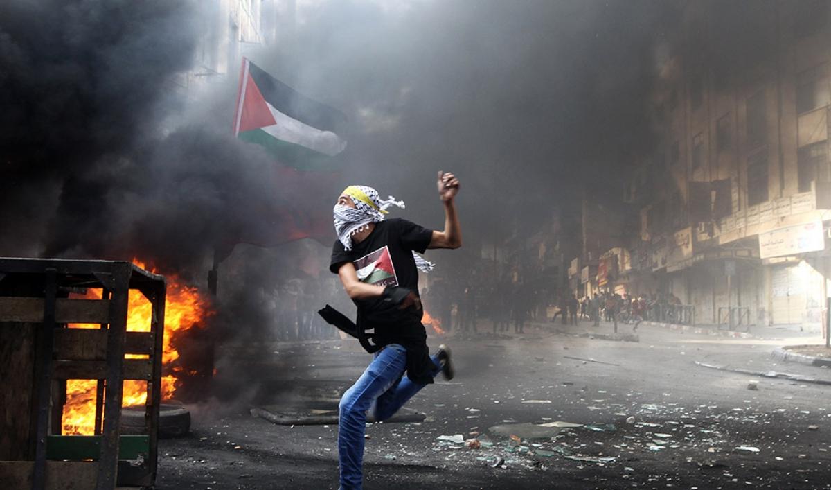 palestinian_stone_thrower_oct_11_2015