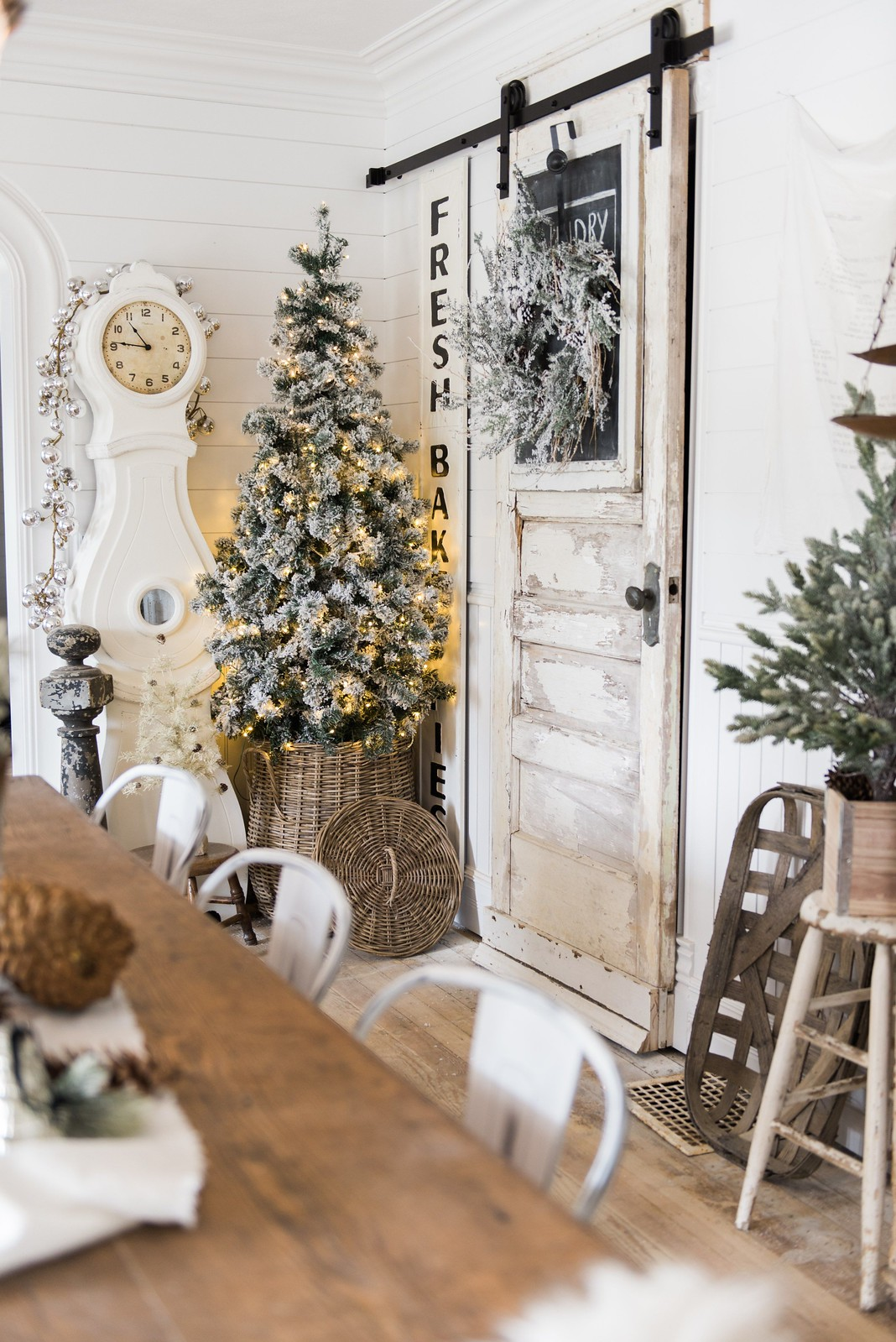 Rustic Glam Farmhouse Christmas Dining Room Decorations Best Holiday Decor