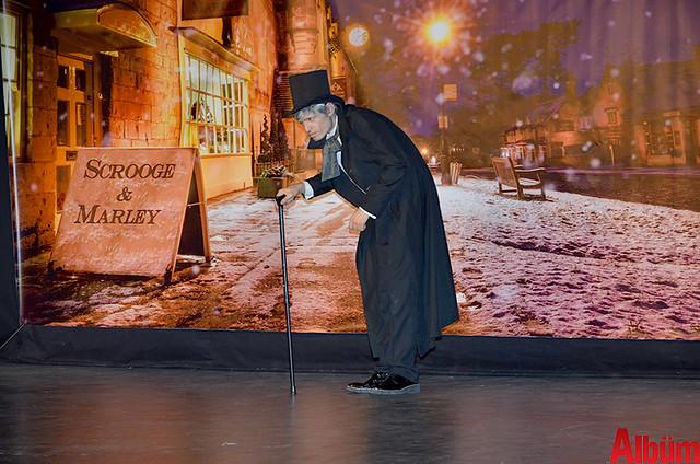 Scrooge ayakta alkışlandı