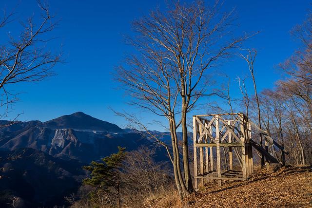 日向山にて武甲山を眺めて丸山へ向かう