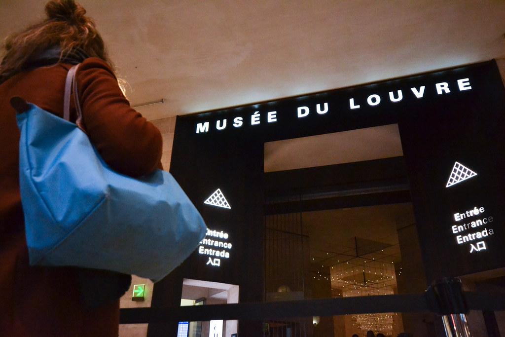 La sécurité au Carrousel du Louvre