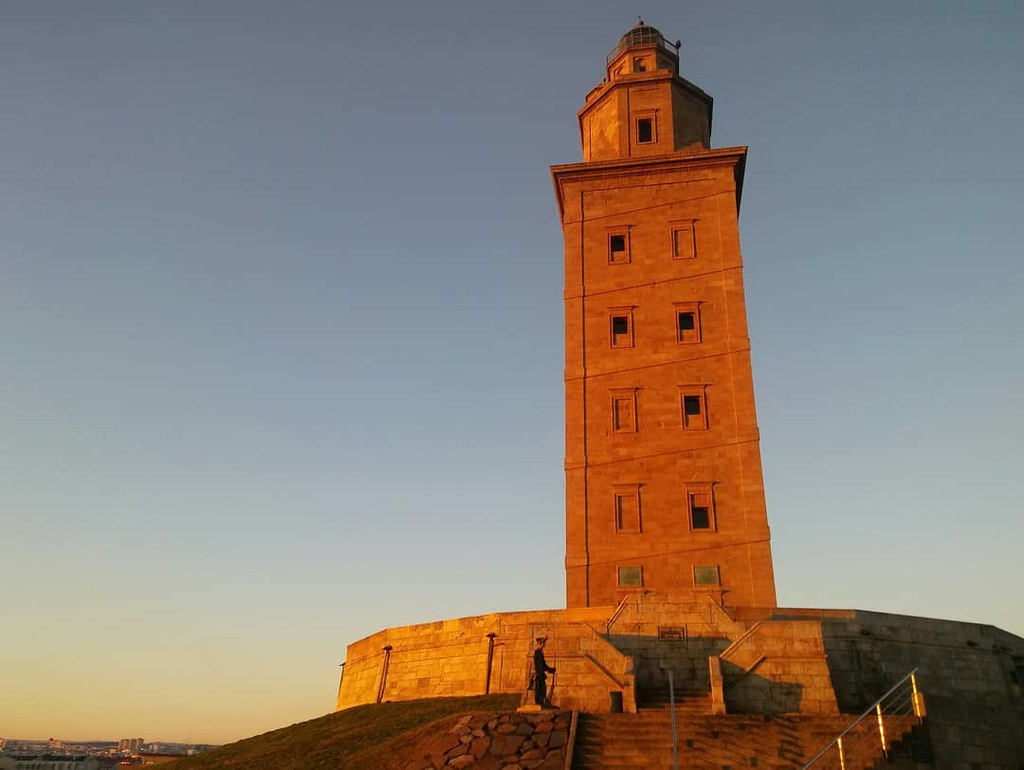 La Torre de Hércules al amanecer del día de Nochebuena. Fotos de domingo 2017. 52/53. #fotosdedomingo_2017 #torredehercules #Coruña #xmas #phonephoto #photography