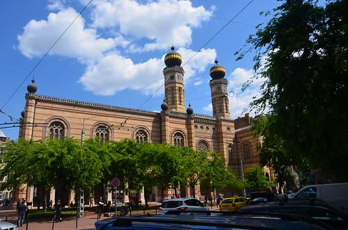 Blick auf die zwei Türme der großen Synagoge in Budapest