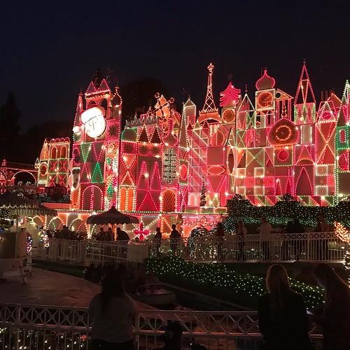 Holiday lighting level   advanced. Disneyland   Small World