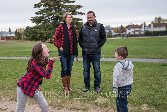 Candid photograph of a family session at the park