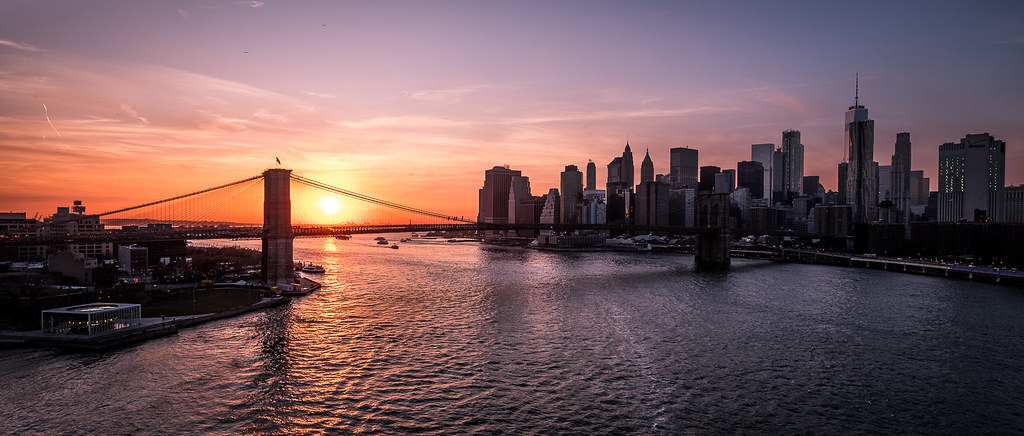 Brooklyn bridge and Manhattan at sunset - New York - Cityscape photography