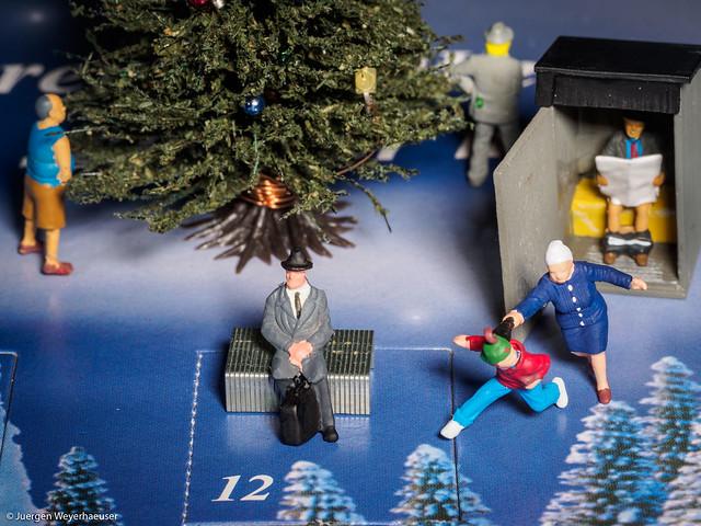 NOCH-Adventskalender - Kritische Toilettensituation auf dem Weihnachtsmarkt