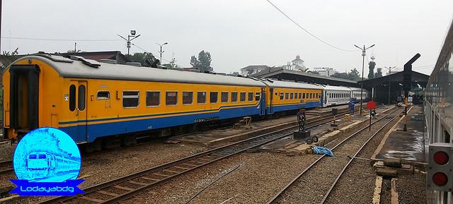 kereta-api-lebih-berwarna-sebelum-livery-seledang-pecut