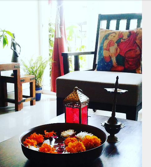 Tour a gurgaon home decorated with finds from fabindia for Best indian home decor blogs