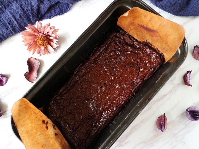 溼潤巧克力酪梨布朗尼 fudgy-avocado-brownies (1)