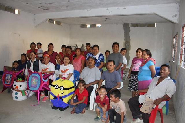 Lucila Nava Piña clausura talleres de realización de piñatas en 5 comunidades indígenas de Coxcatlan.