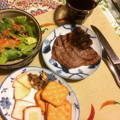 steak & other nibbles❤︎back to work tomorrow ・ ・ ・ #黒毛和牛 #マンゴーチャツネ #サラダ #クラッカー #チーズ蒲鉾 #林檎 #ポーター #チェダー #ワイン #大阪 #kurogewagyu #mangochutney #salad #cracker #apple #portercheddar #cheese #kamaboko #wine #osaka #japan
