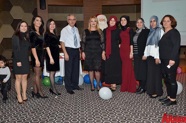 Ayşegül Abla Kreş ve Gündüz Bakım Evi kurucusu Ayşegül Kaya ve ekip arkadaşları Albüm için poz verdi.