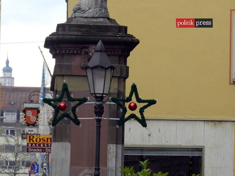 decorado navideño en las calles de la ciudad politikpress