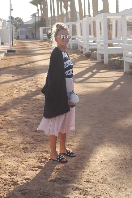 midi-skirt-whole-look-side-wiebkembg