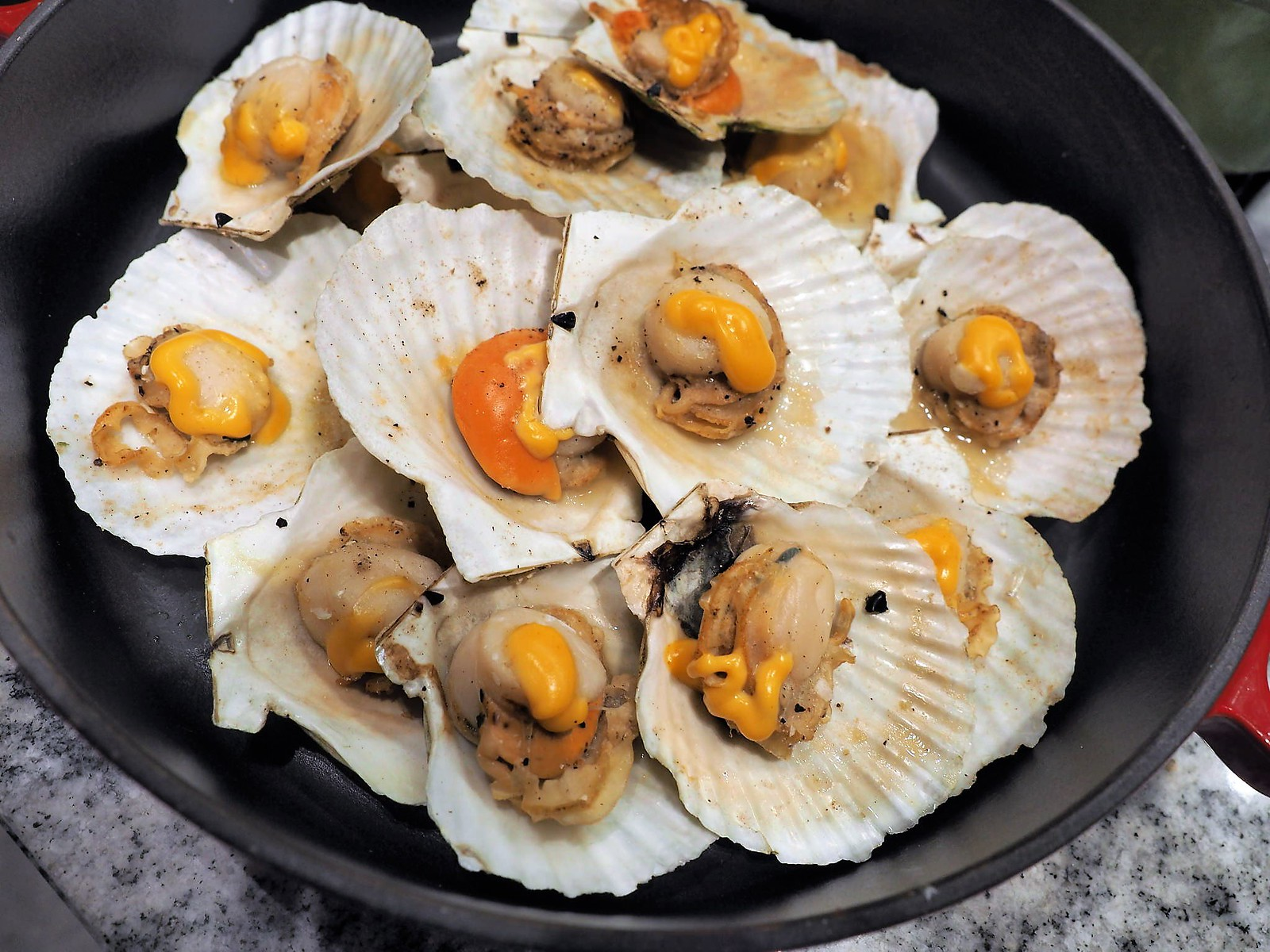Steamed big and juicy scallop