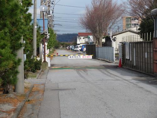 金沢競馬場の厩舎につながる遮断機