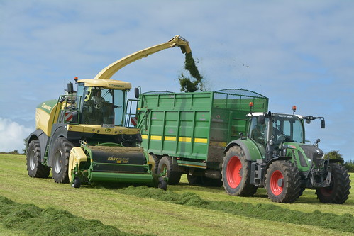 Krone Big X 630 SPFH filling a Broughan Engineering Mega HiSpeed Trailer drawn by a Fendt 720 Vario Tractor