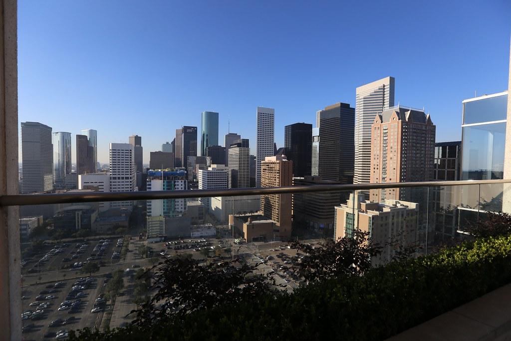 Hilton Americas-Houston Pool and Gym 24