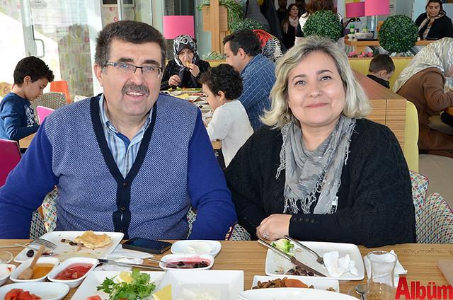 Kadın Doğum Uzmanı Dr. Cafer Erdoğan ve eşi Olcay Erdoğan Zeytin Dalı'nda muhteşem bir pazar geçirdi.